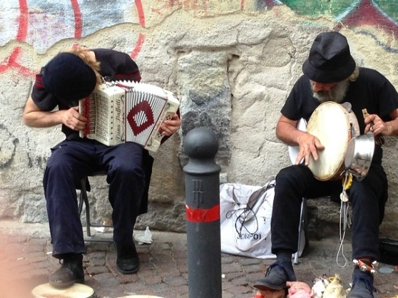 Napoli Centrale - street music