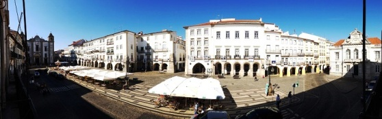 Evora - main plaza
