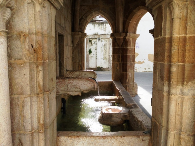 Portugal Torres Vedras - historical water fountain