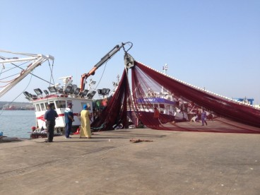 Maroc Larache - loading fishing net