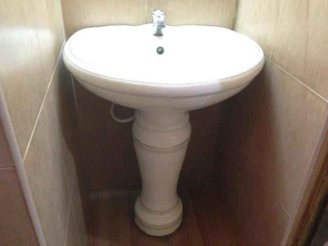 Sri Lanka - ceramic bathroom fixtures