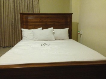 The standard xtra-wide Sri Lankan double bed
